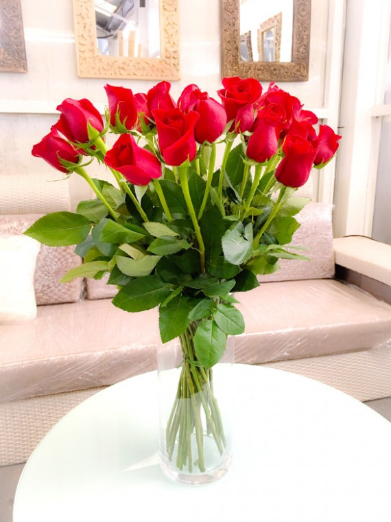 Jarron de rosas rojas